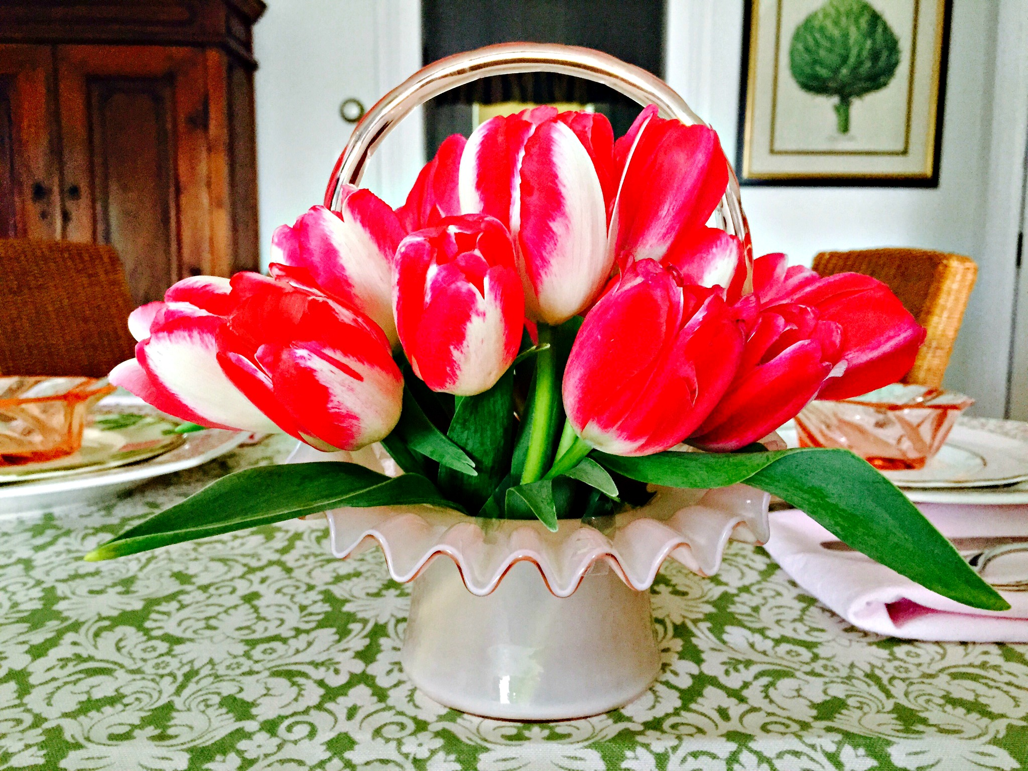 The Secret Aid In Creating a Beautiful Floral Centerpiece