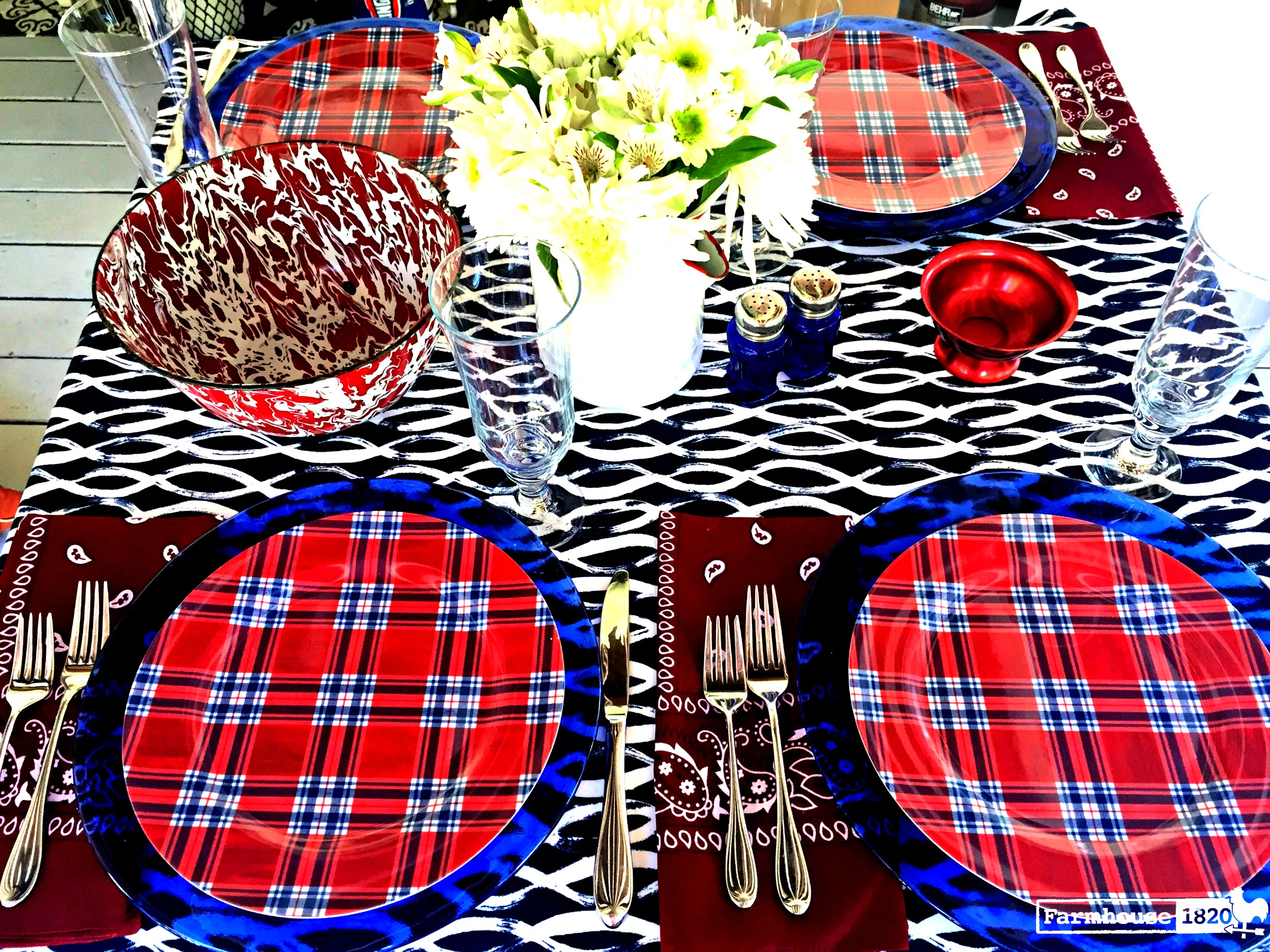 Fourth of July tablesetting 2