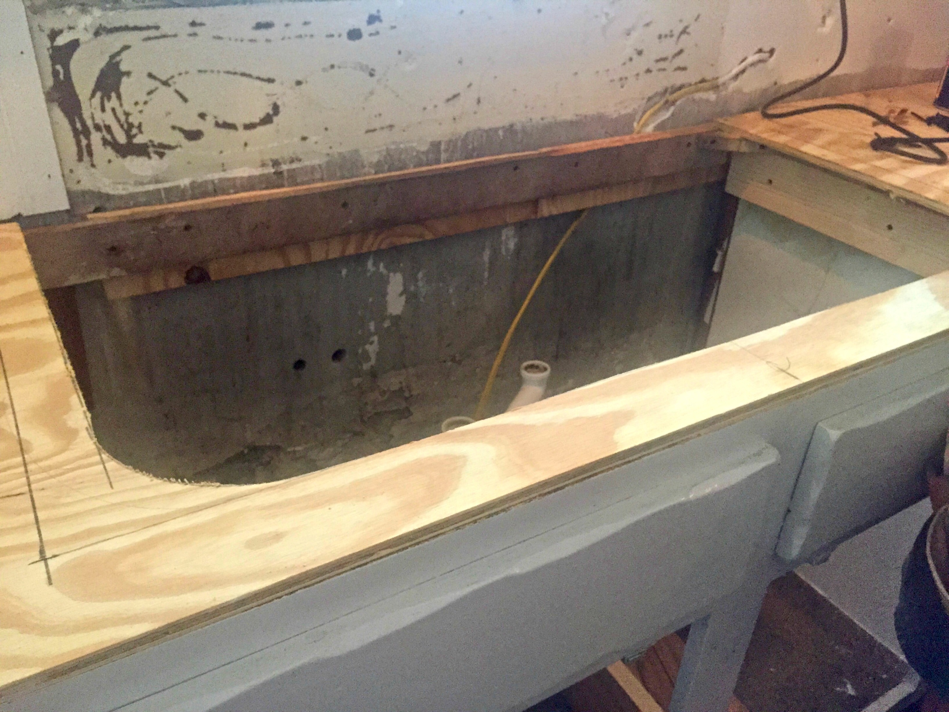 concrete countertops - cutting the sink template