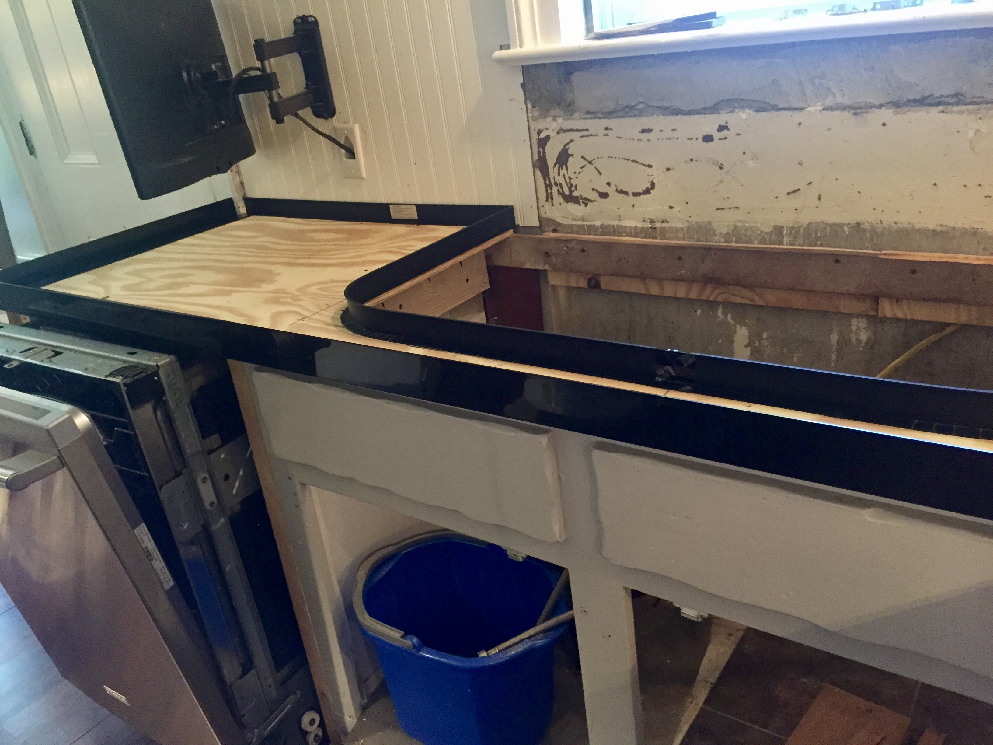 concrete countertops - edging in place