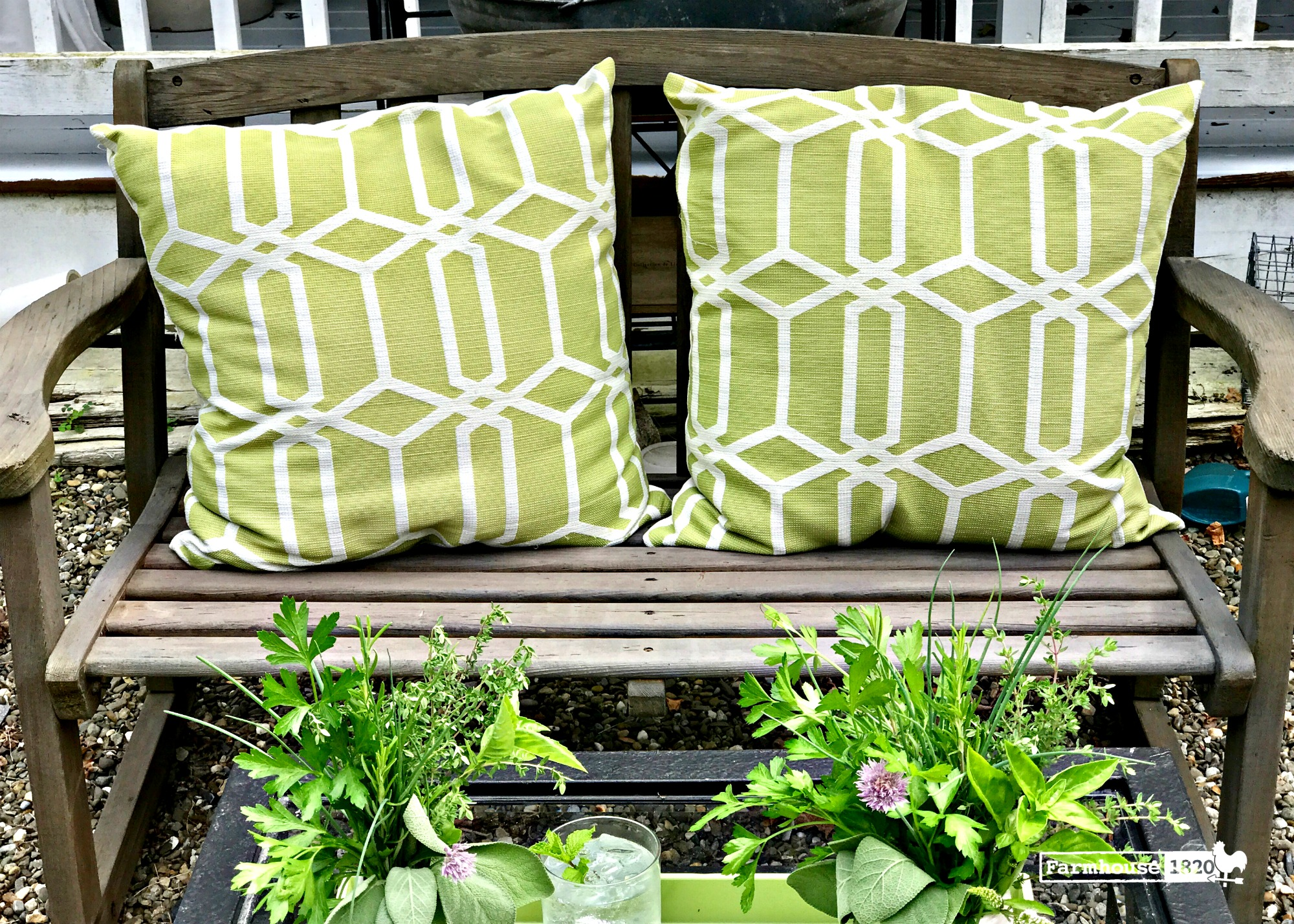 outdoor bench - the best way to clean outdoor furniture