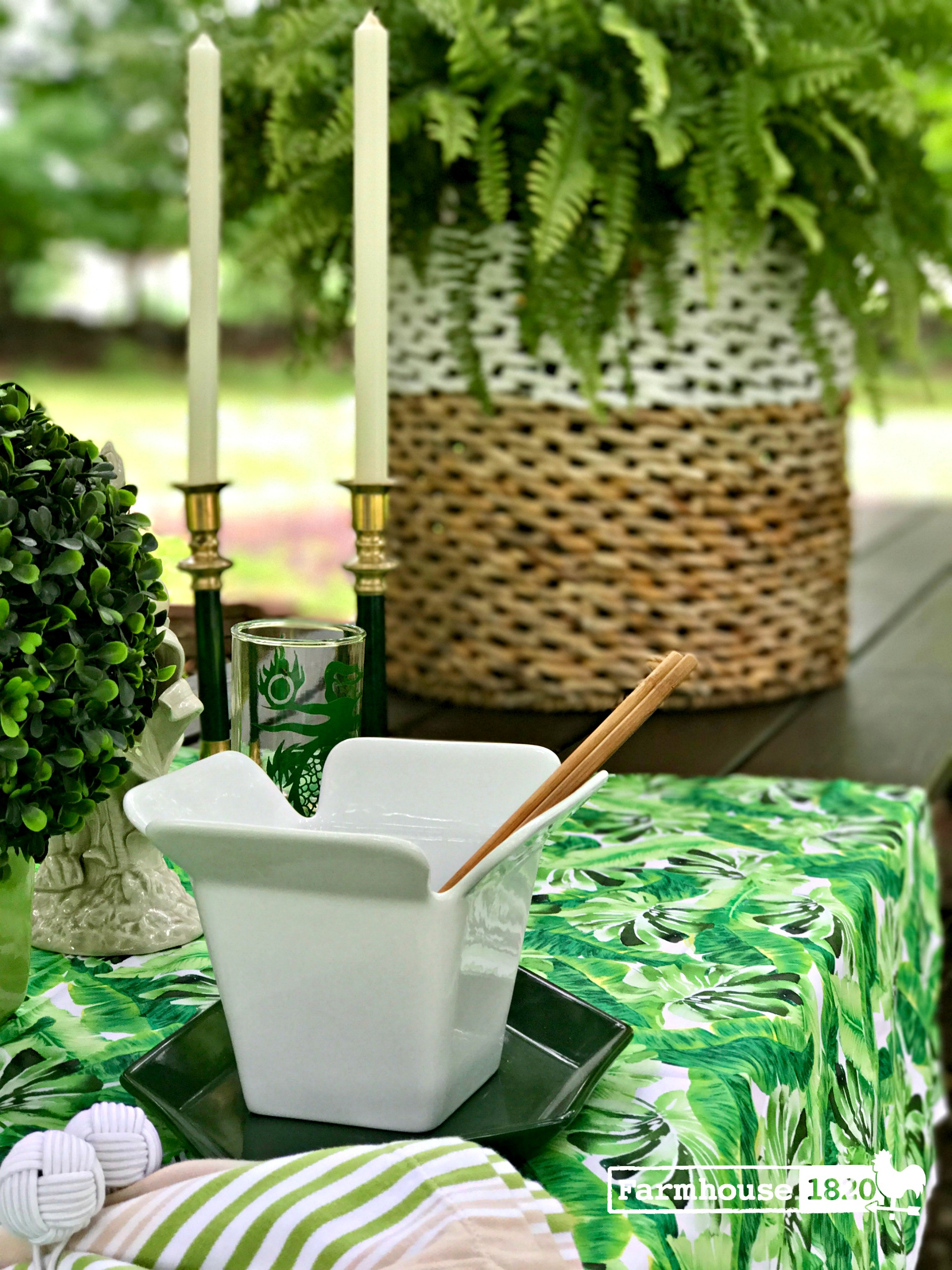 outdoor tablesetting - an elegant picnic table