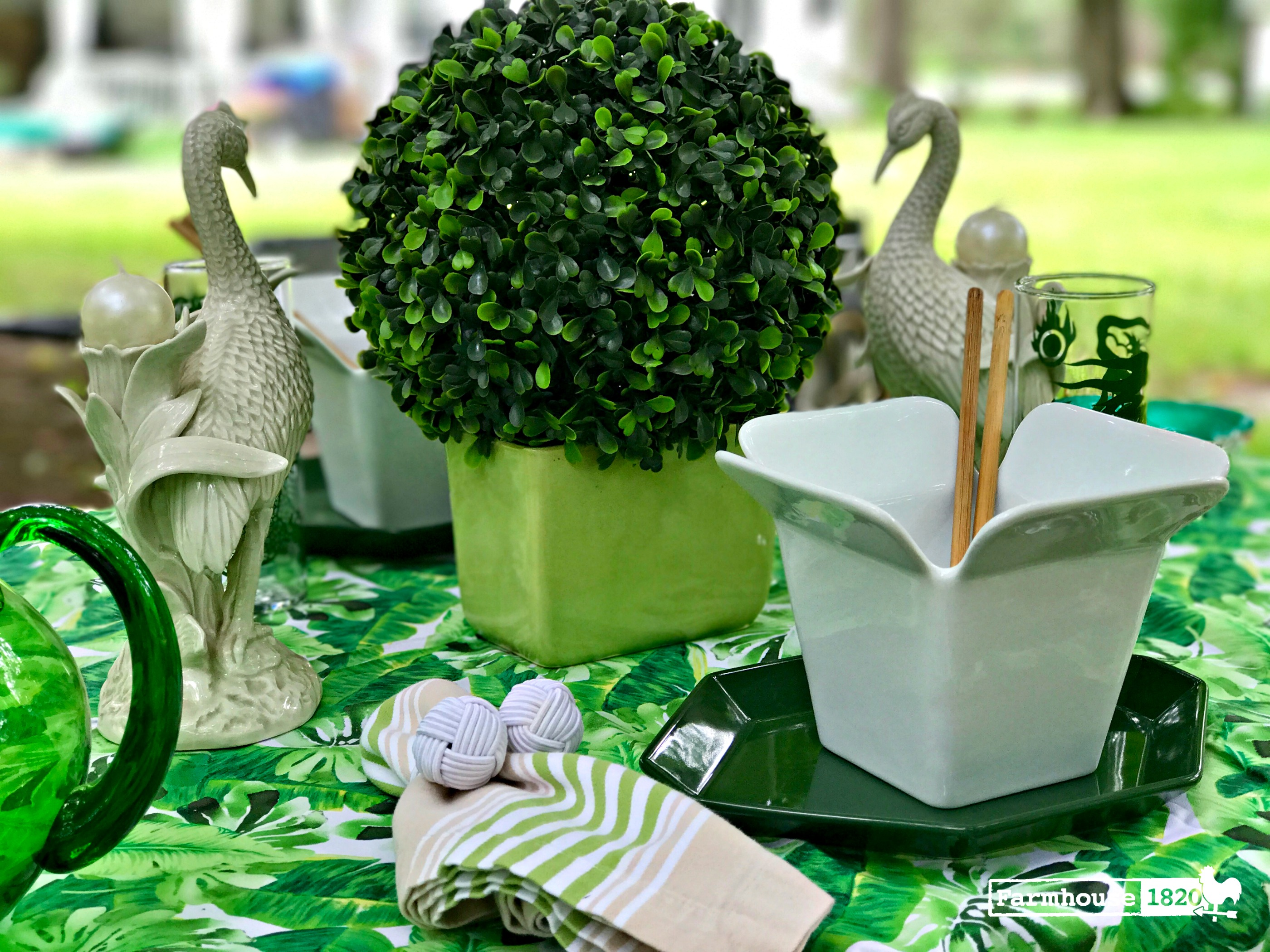 outdoor tablesetting - complimenting nature