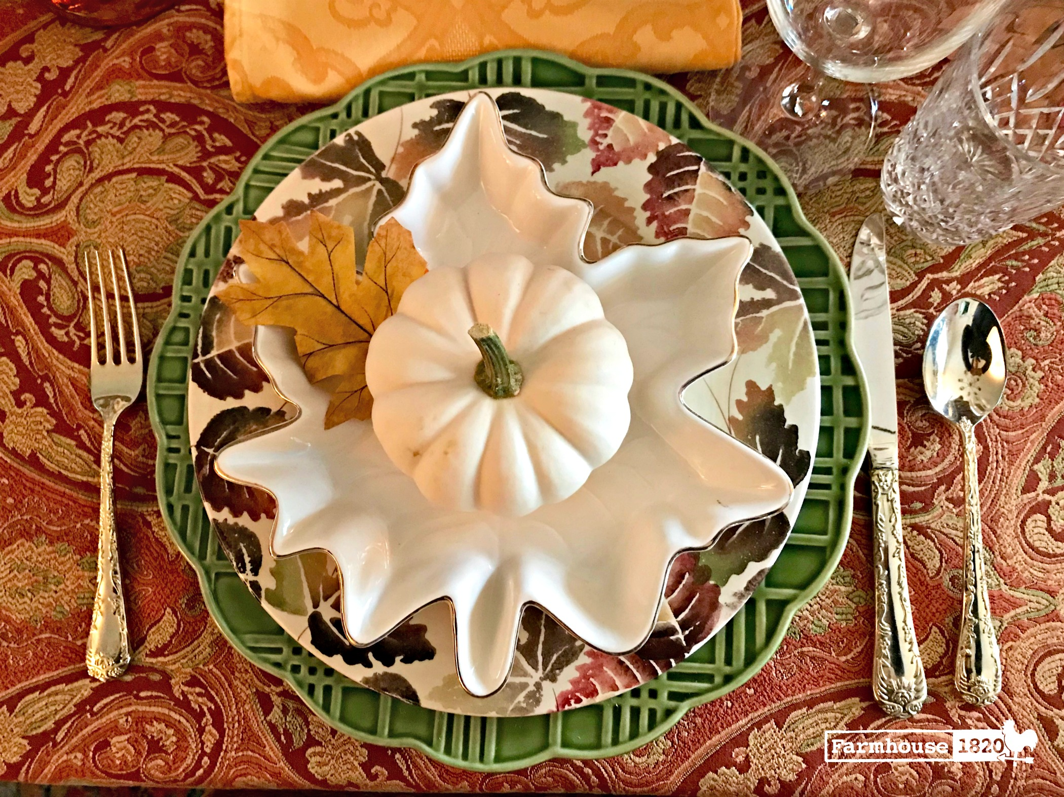 Thanksgiving tablesetting - an earthy color scheme