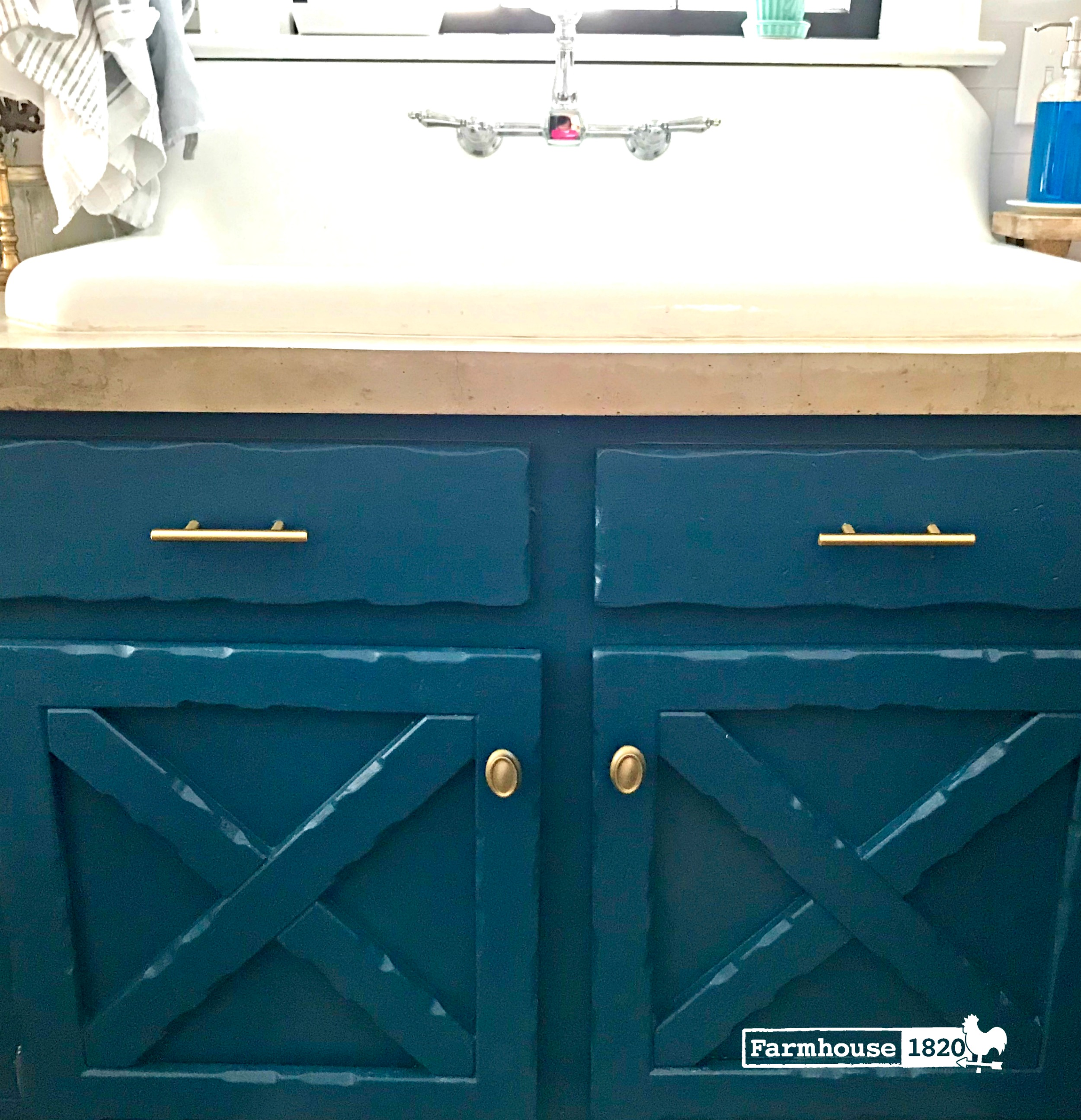 Kitchen cabinets - the sink area
