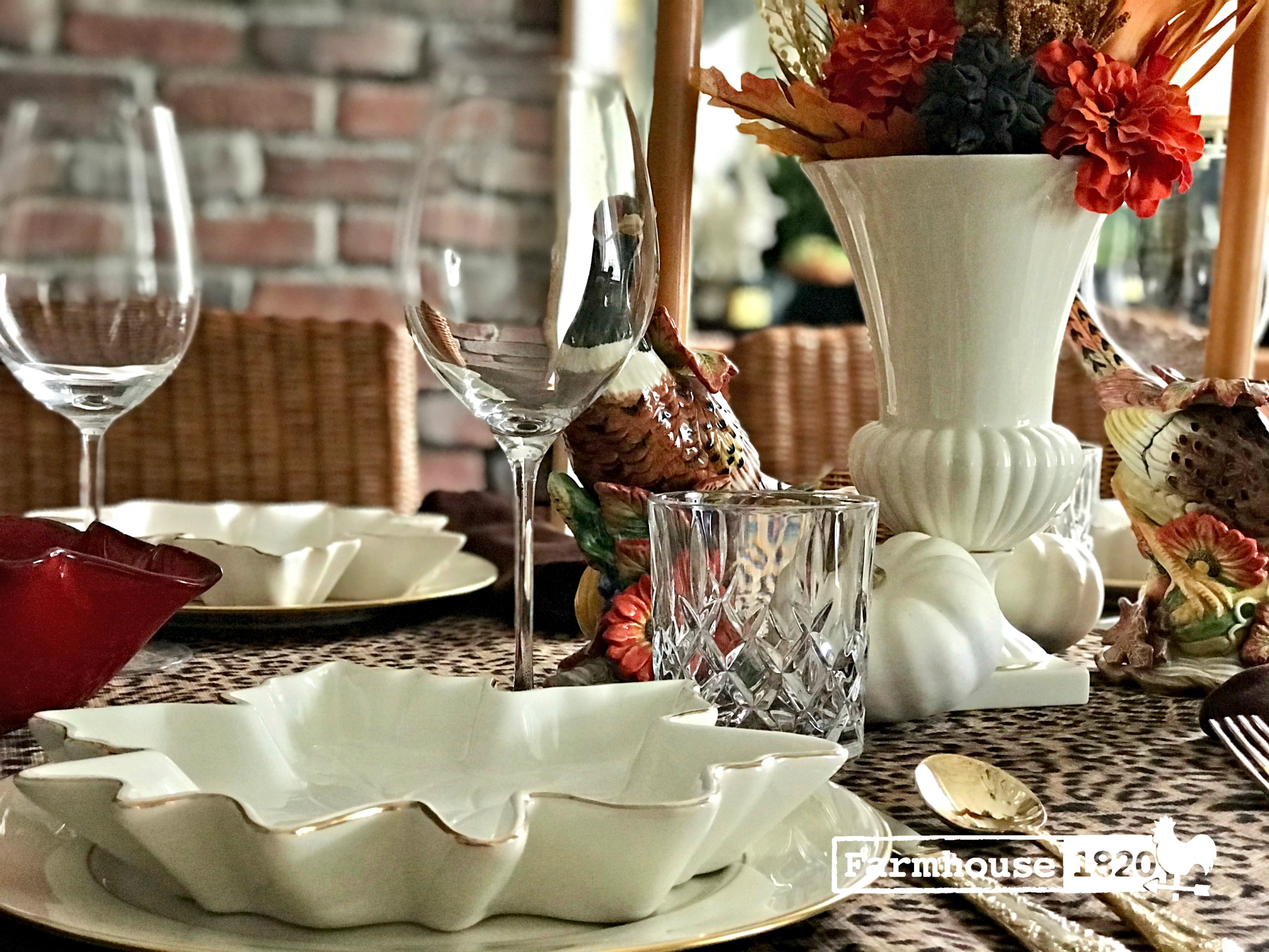 Thanksgiving table - a beautiful Thaksgiving tablesetting