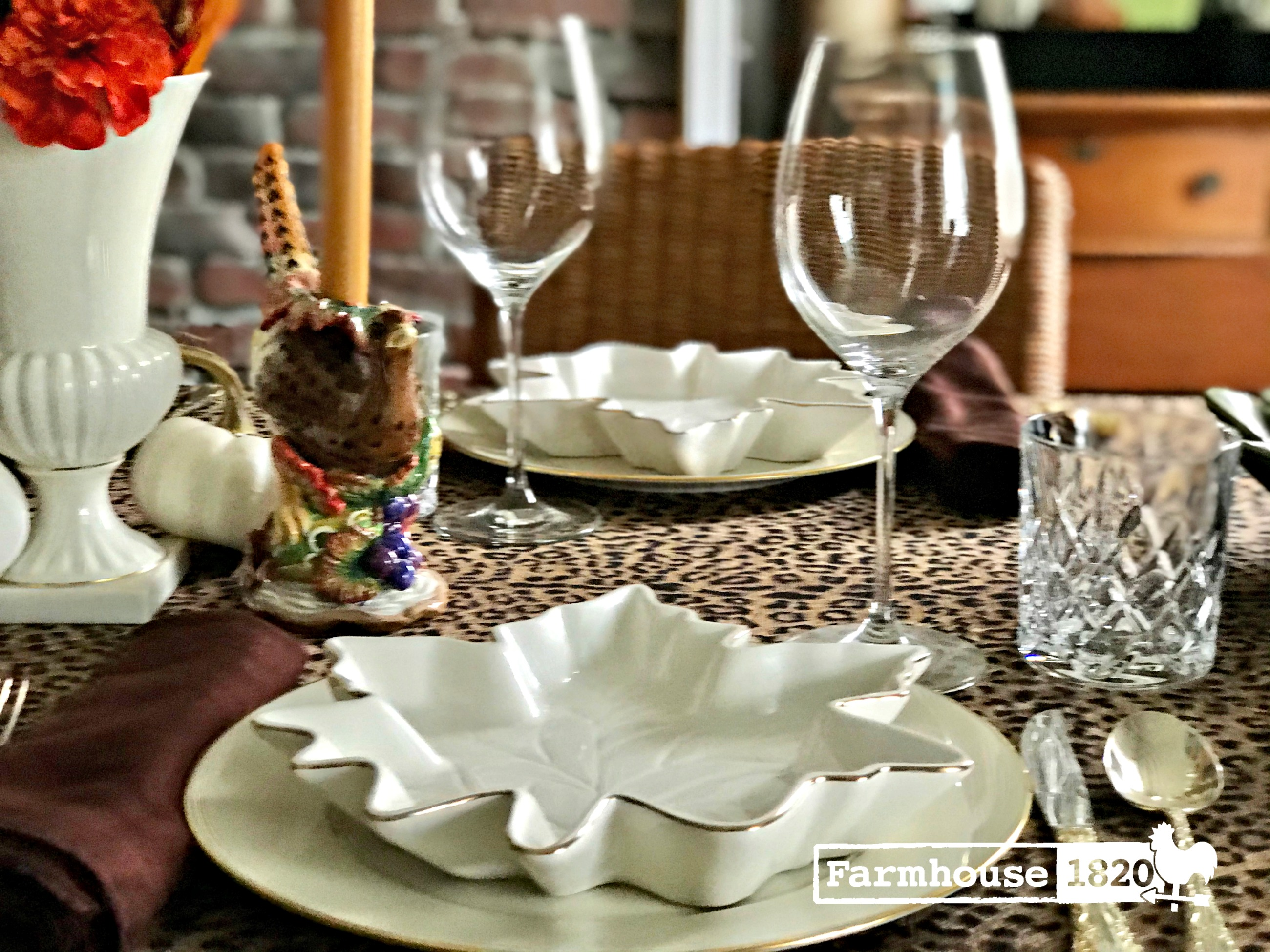Thanksgiving table - a beautiful display of a modern mix Thanksgiving tablesetting